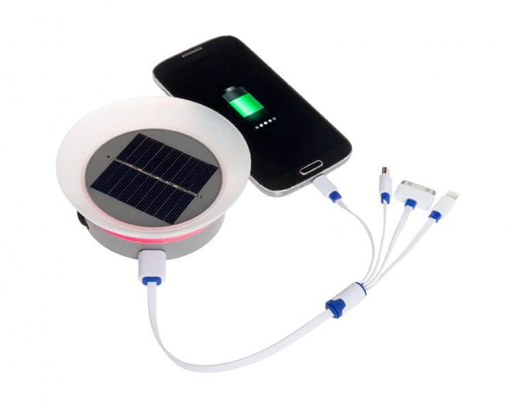solar-powered-charger-for-iphone-4-1